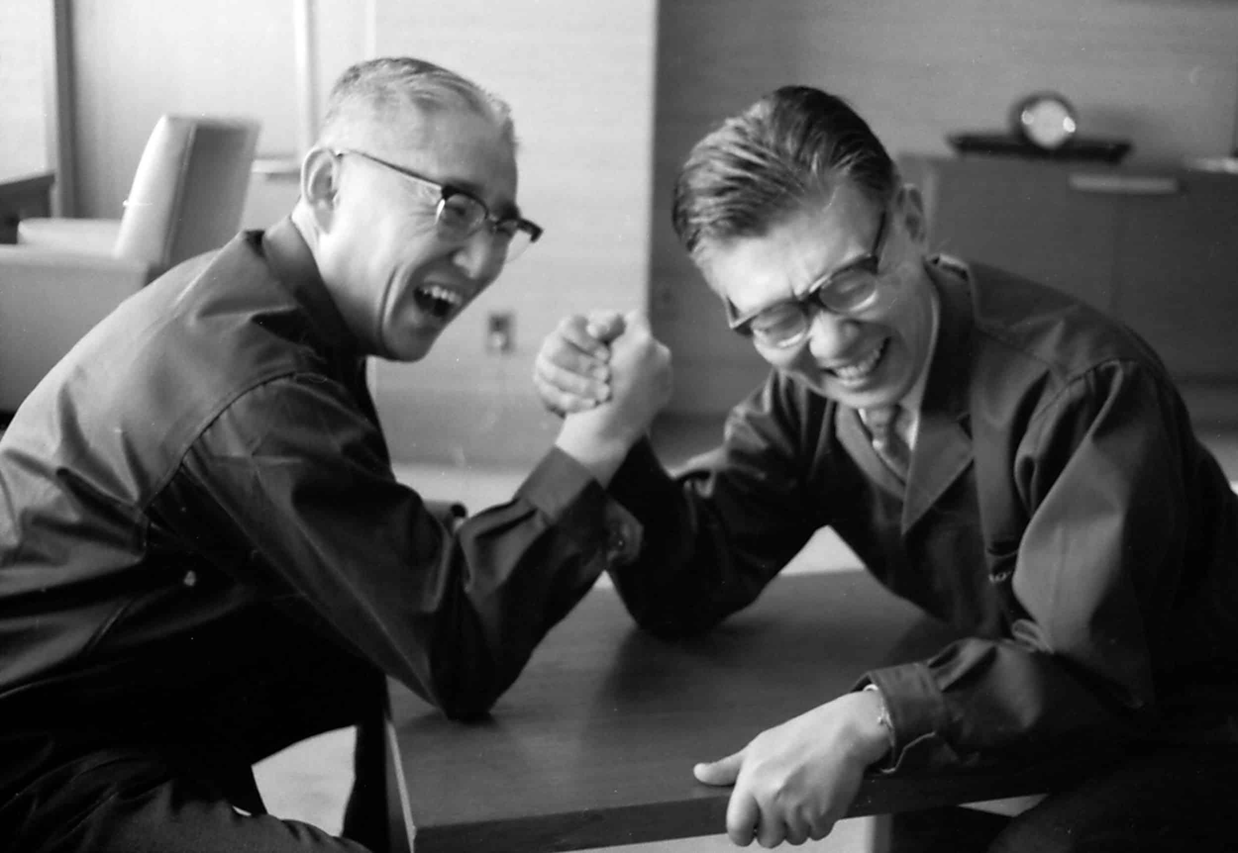 Masaru Ibuka y Akio Morita, fundadores de Sony.
