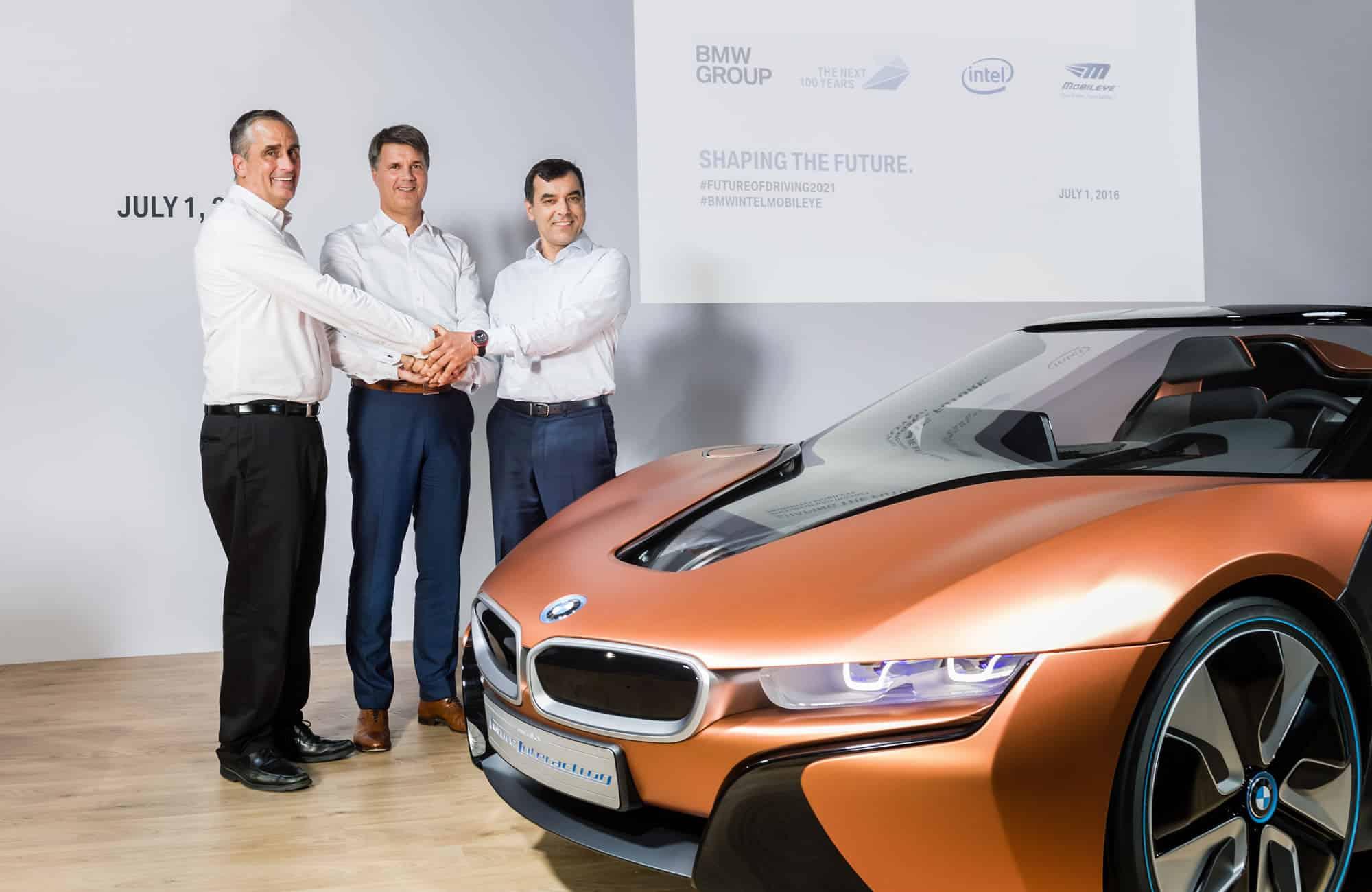 BMW junto Intel y Mobileye en el anuncio oficial.