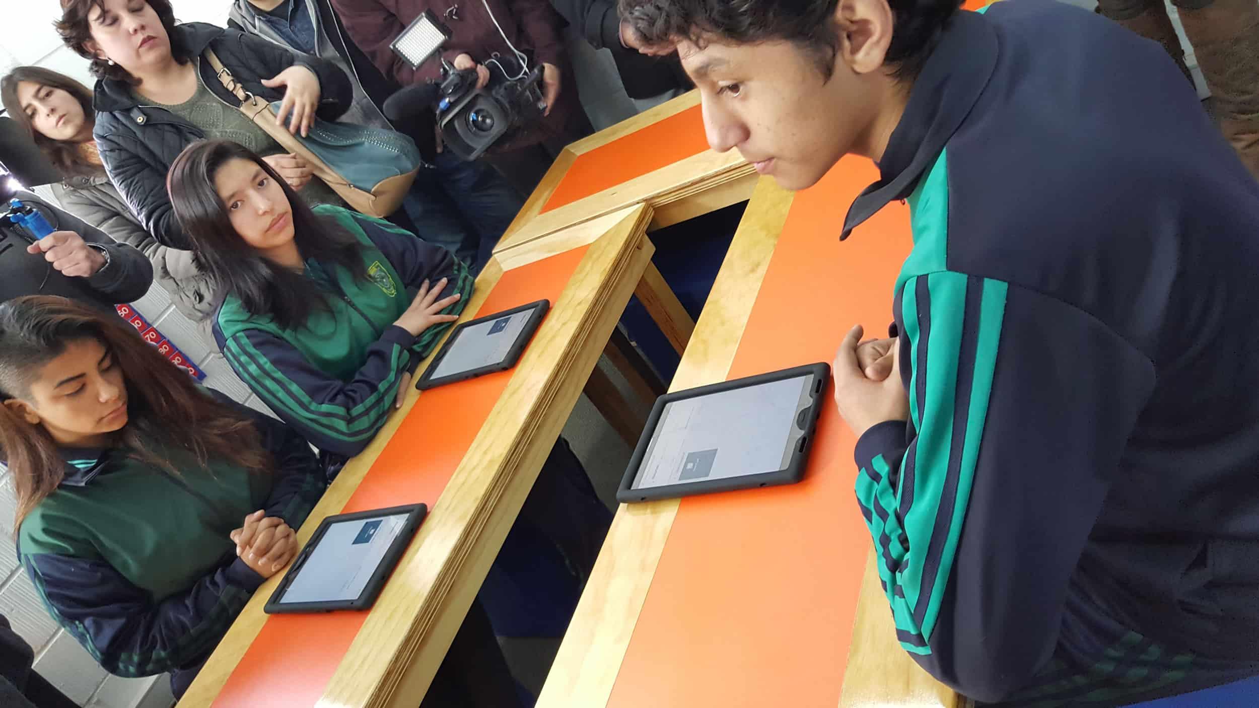 Instituto para sordos: Estudiantes podrán interactuar con pantallas y tablets.