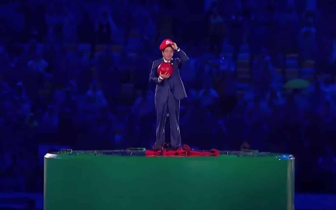 Shinzō Abe, vestido de Super Mario, presentando los juegos de Tokyo 2020.