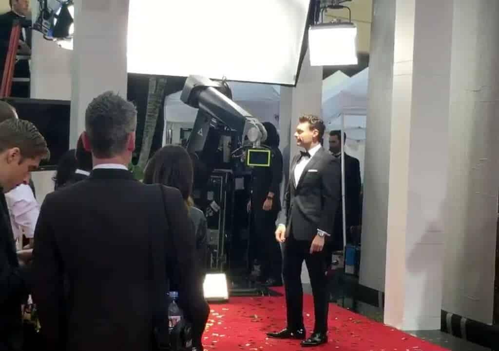 Ryan Seacrest probando el Glambot.