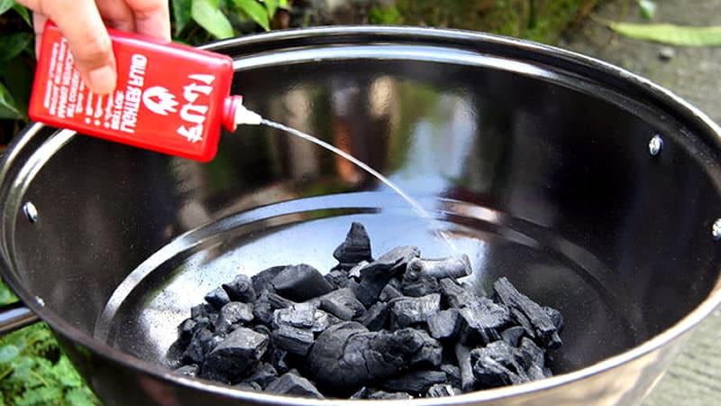 Asado: Si insistes con el carbón, evita encender la parrilla usando combustible.