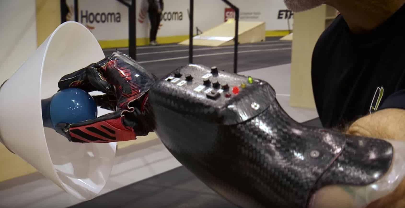 Una de las pruebas de Cybathlon incluía desafíos con prótesis de brazos.
