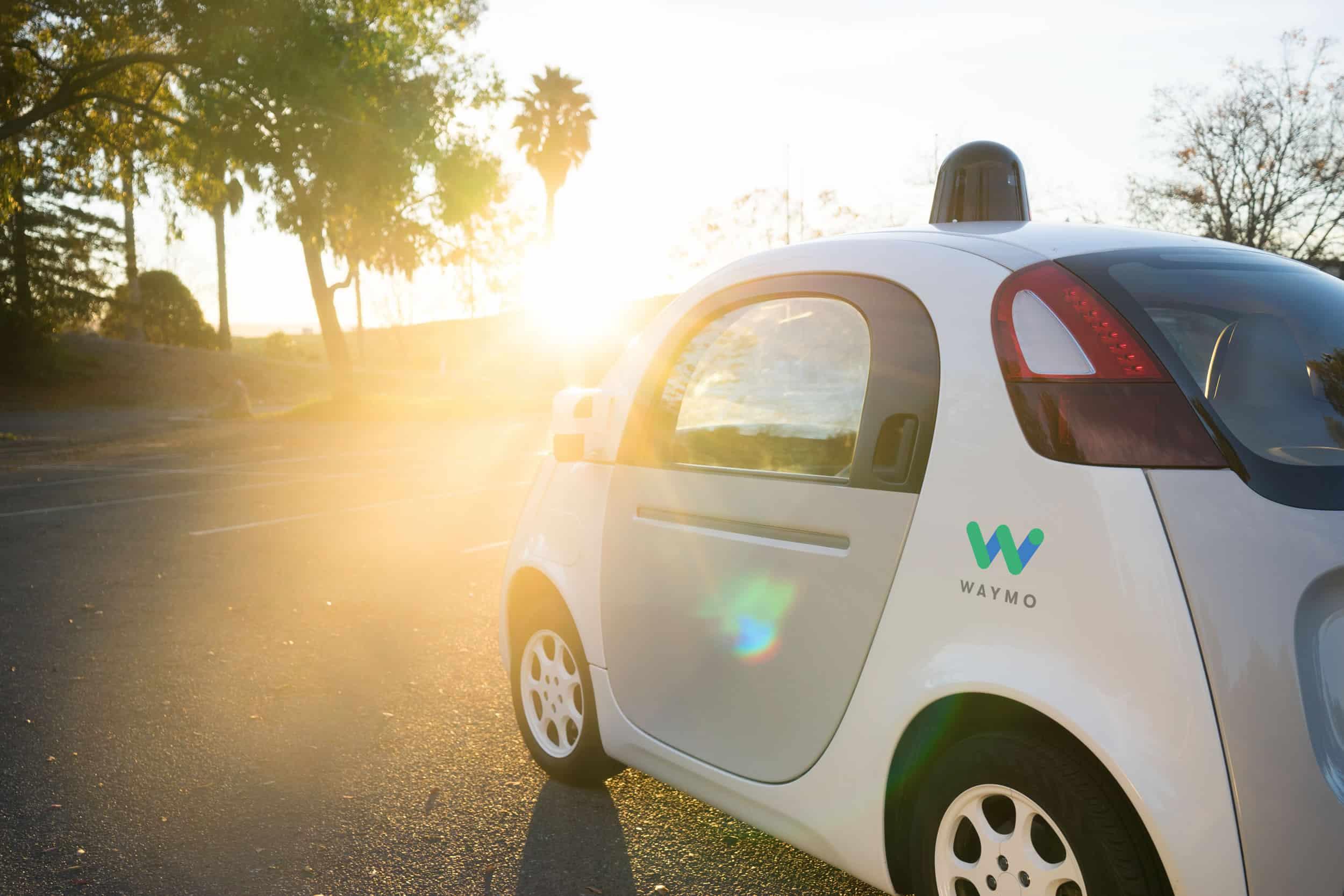 Waymo actualmente tiene dos vehículos. Uno de ellos este prototipo que conocemos desde Google.