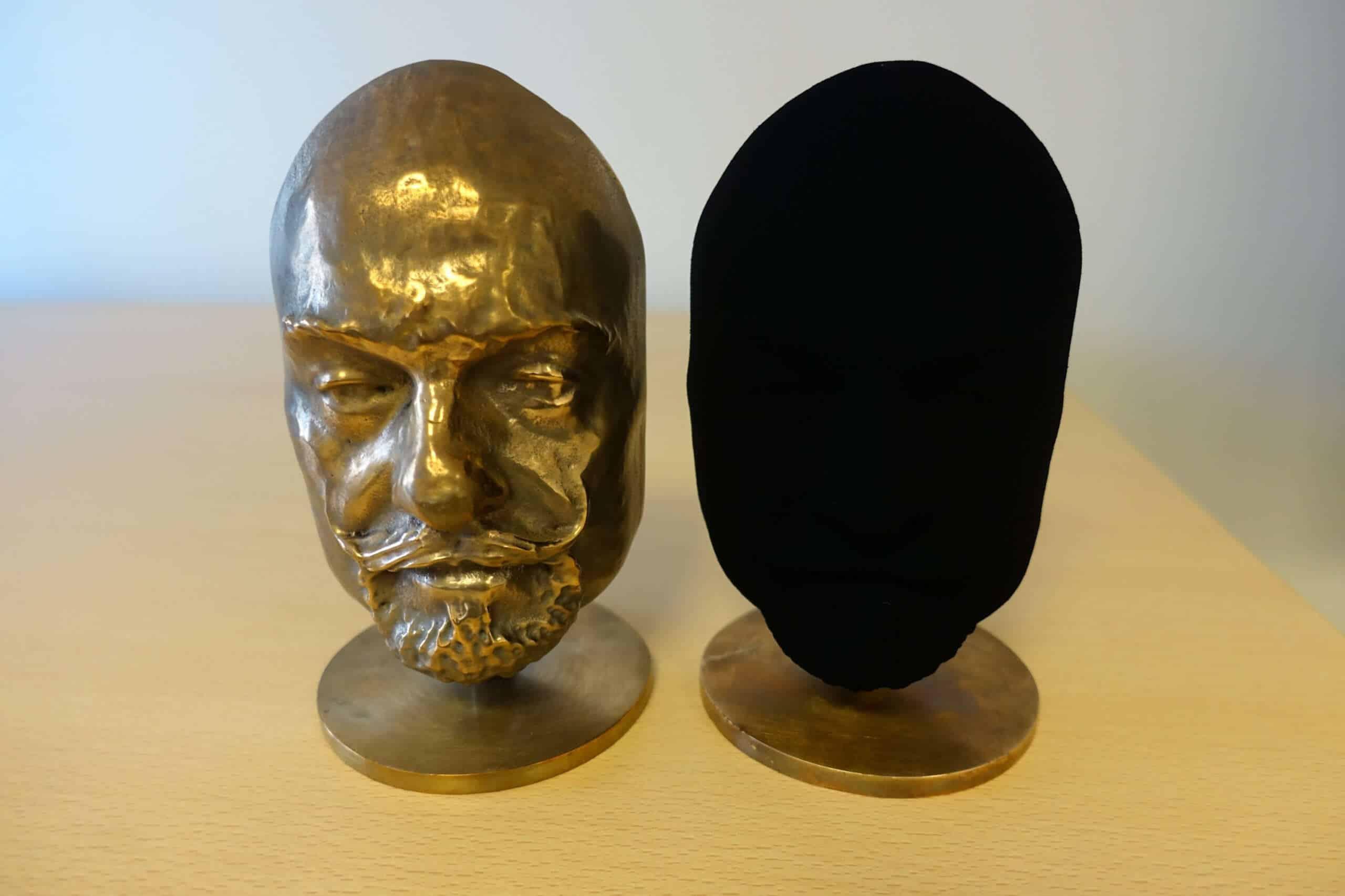 Así es el efecto de Vantablack aplicado sobre un objeto con forma.