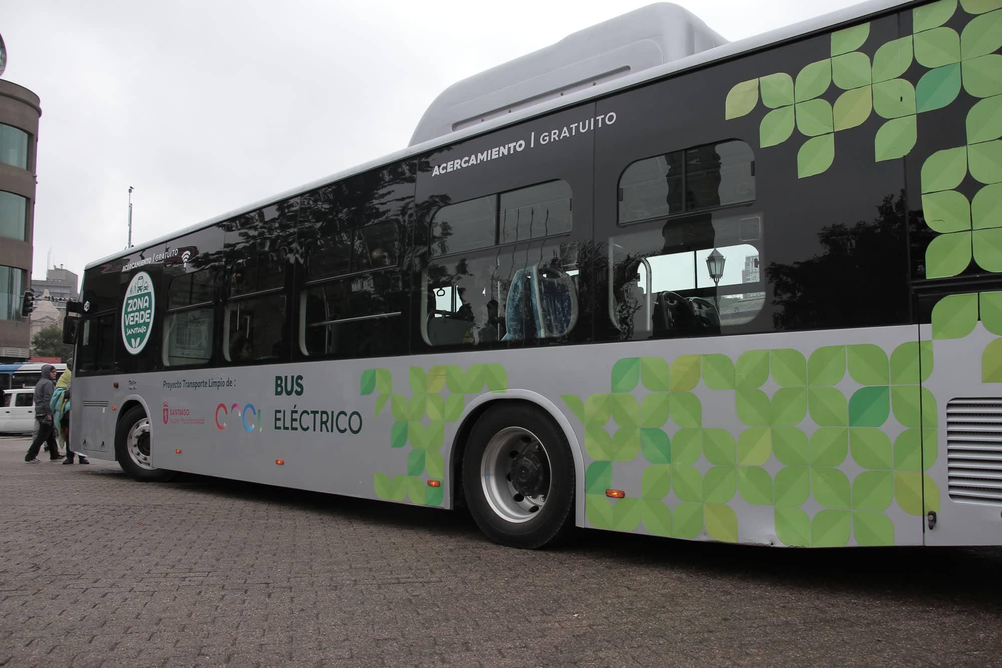 Primeros buses eléctricos del Transantiago.