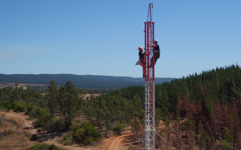 Instalación de antenas de Entel.