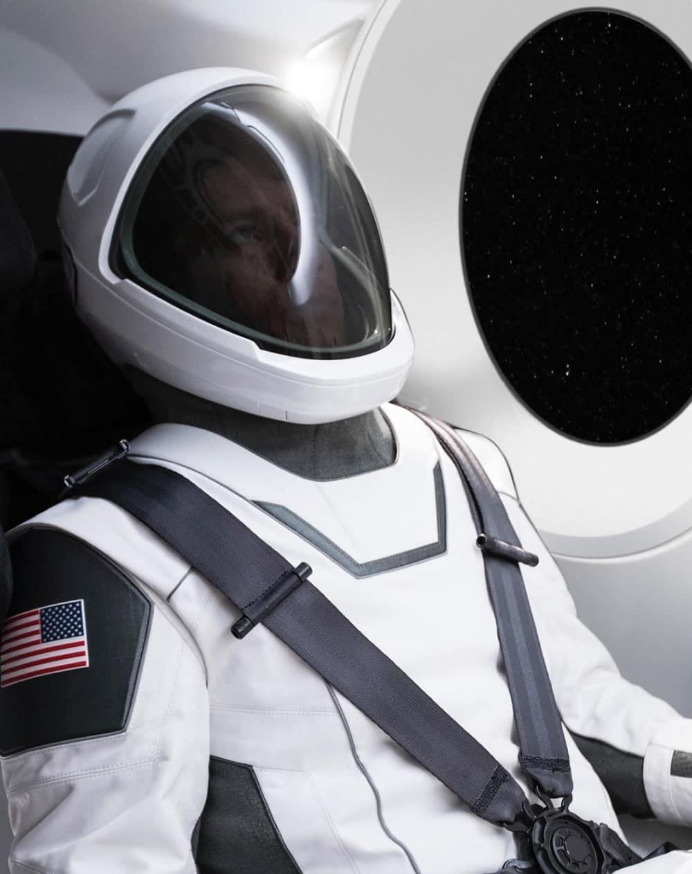 Este es el traje real de SpaceX (parecido a Daft Punk).