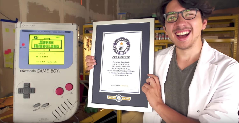 Ilhan Ünal y su Game Boy XXL.