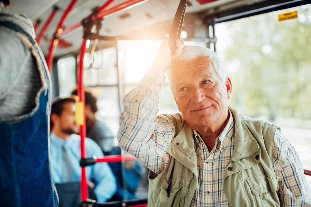 No le de el asiento a los adultos mayores, dicen expertos médicos