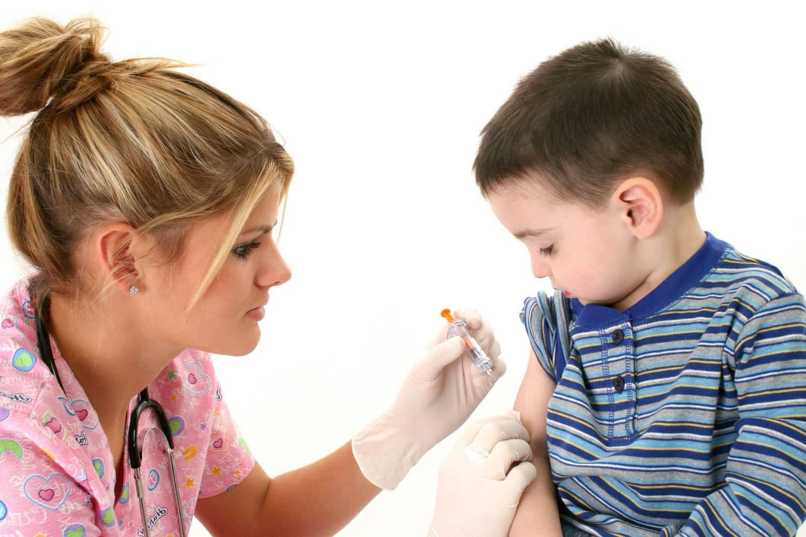 Candidato a Presidente Alejandro Navarro dice que las vacunas dan autismo