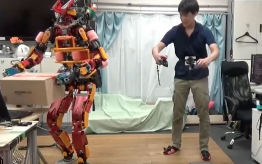 El robot es controlado remotamente con los controles del HTC Vive.