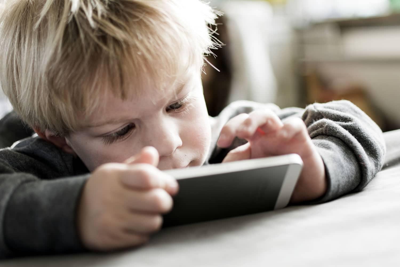 ¿Debemos prohibir toda la tecnología a los niños para evitar adicciones?