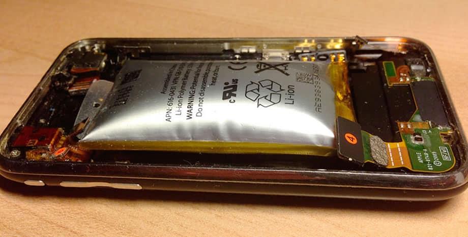 ¿Por qué es mala idea aplastar e incluso morder la batería de un celular?