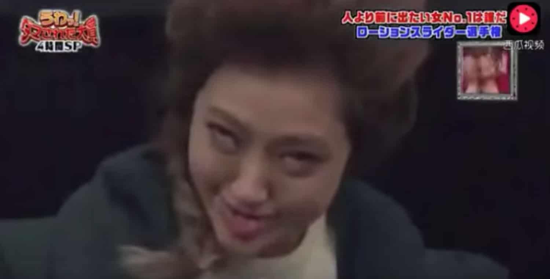 Show de TV japonés se ríe de gente que supuestamente cae por un ascensor