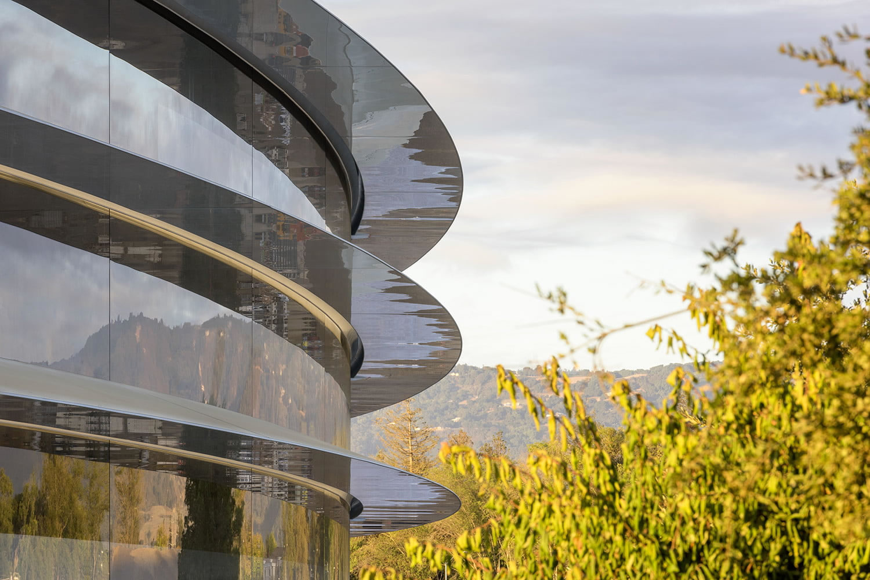 Empleados de Apple siguen chocando contra las ventanas en el nuevo campus de la compañía