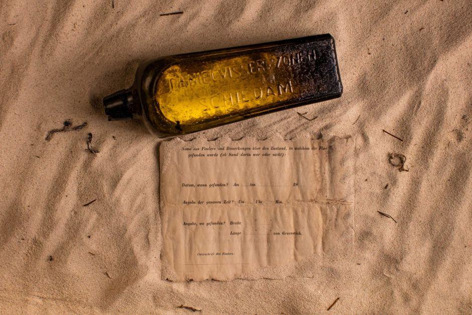 Encuentran el mensaje dentro de una botella más antiguo del mundo