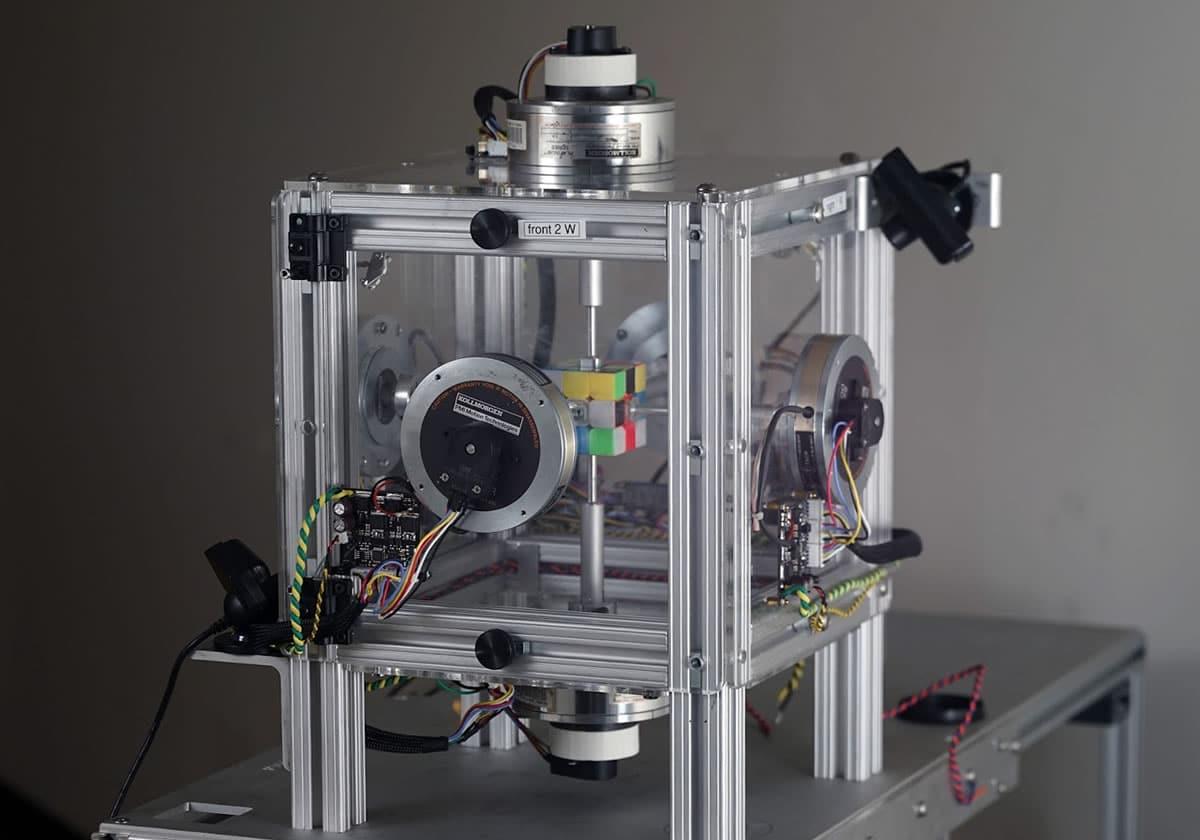 Robot resuelve un Cubo Rubik en 0,38 segundos, tan rápido que no lo ves