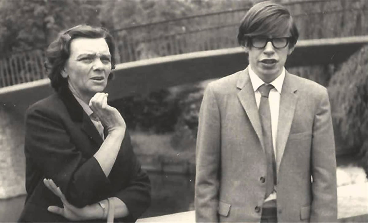 Muere Stephen Hawking, físico y cosmólogo, a los 76 años de edad
