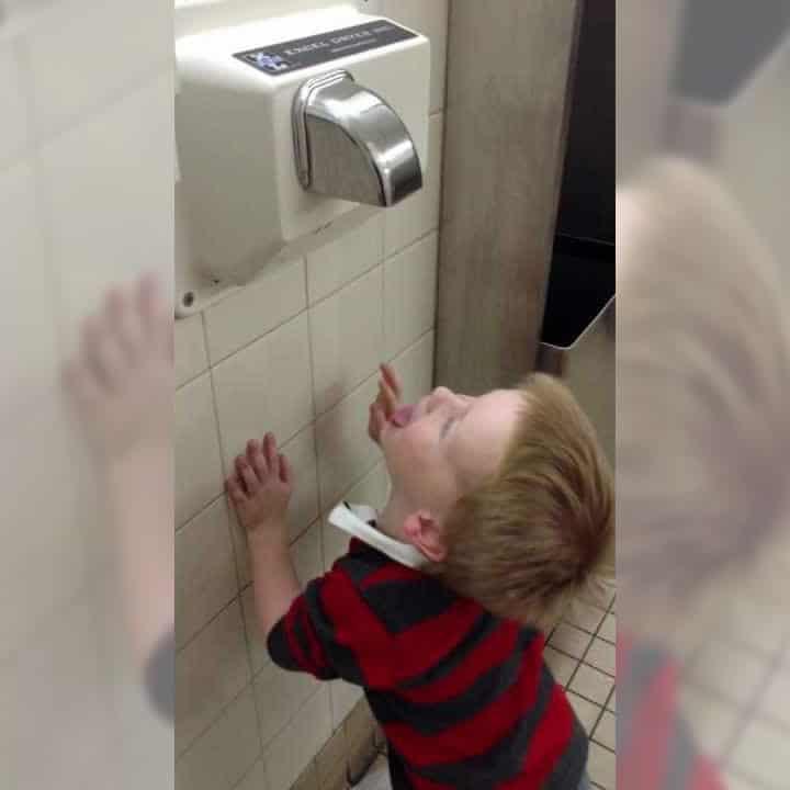Estudio dice que los secadores de manos te llenan de bacterias cuando los usas
