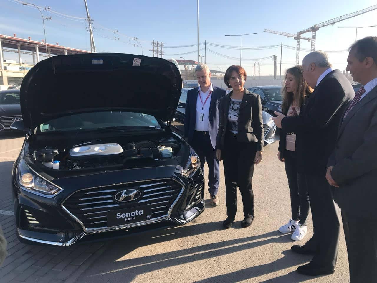 Incorporan autos híbridos en el Aeropuerto de Santiago para traslado de pasajeros
