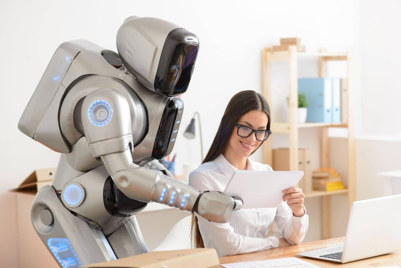 La gente ocupa mucha inteligencia artificial en la vida personal, pero no en la laboral