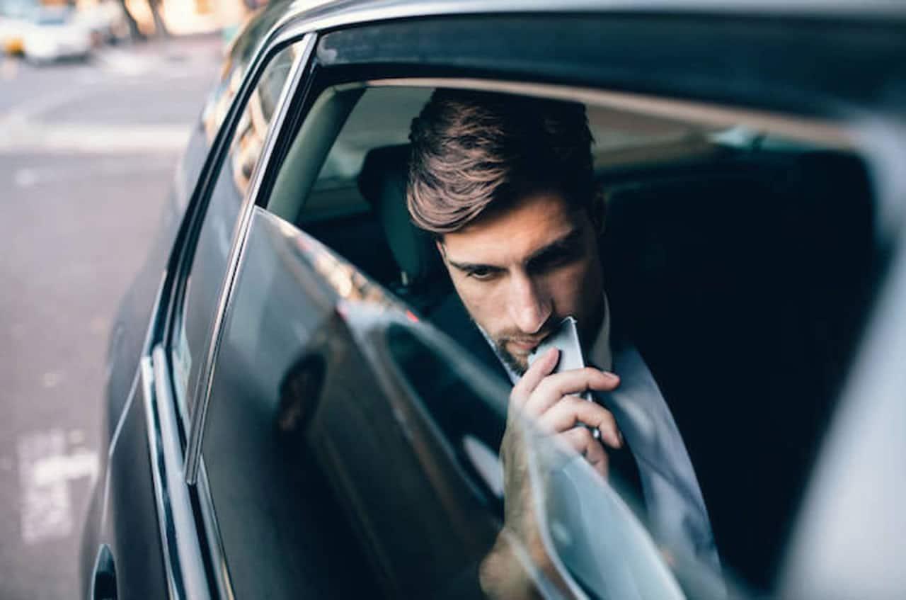 Choferes de Uber dicen que vomitaste en su auto para robarte dinero