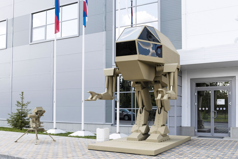 Rusos crearon un robot mecha de combate, ¡qué no camina!