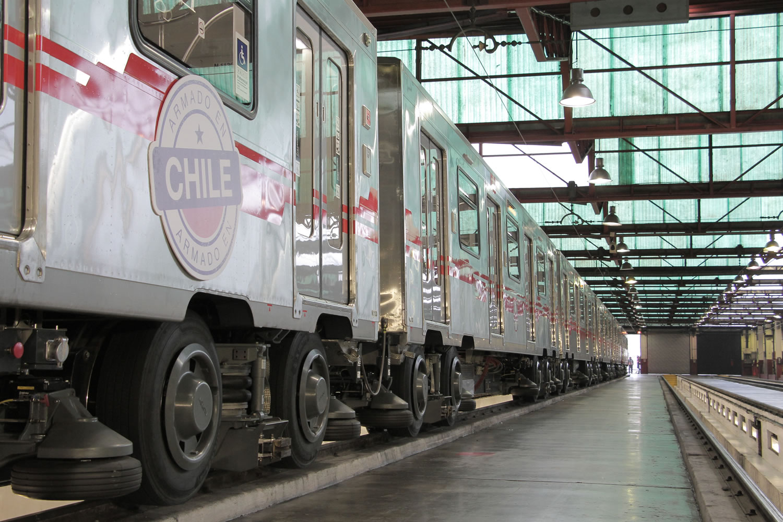 Así lucen los nuevos trenes armados en Chile para la Línea 2 y 5 del Metro de Santiago