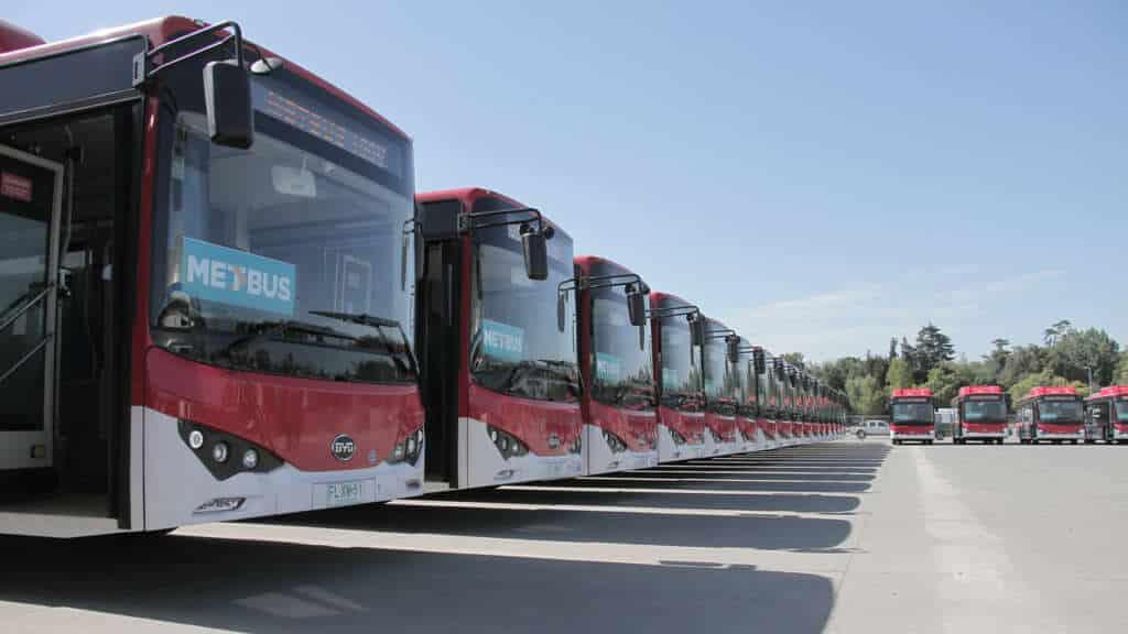 Llegan más buses eléctricos para Red (Transantiago) en agosto.