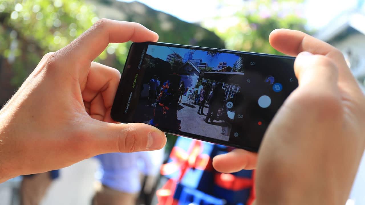 El celular con 4 cámaras, Galaxy A9, ya se vende en Chile