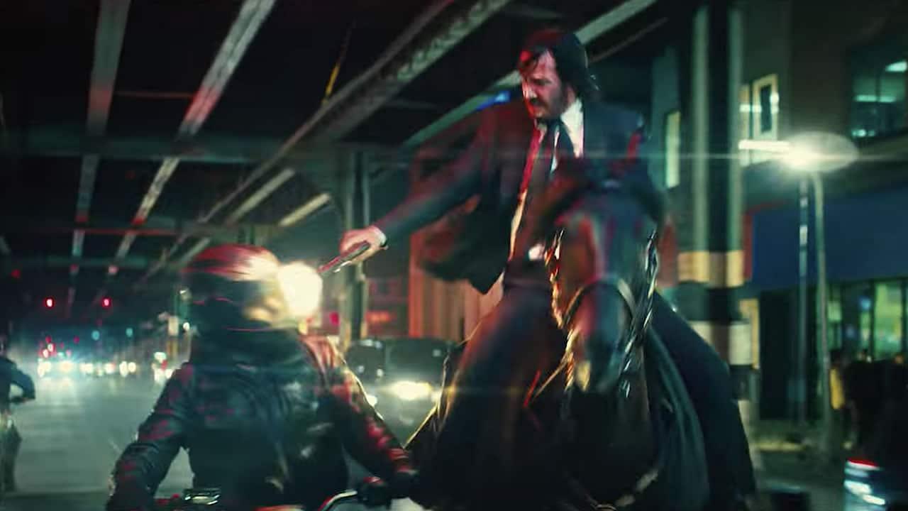 ¡Hasta en caballo John Wick matará enemigos!