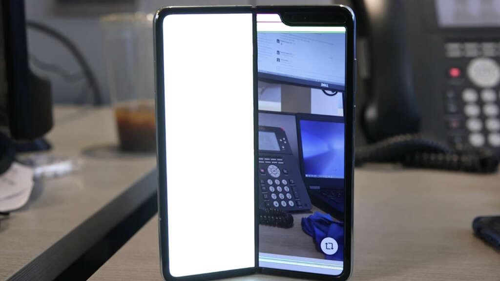 Samsung venderá el Galaxy Fold pese a los casos con fallas en la pantalla.