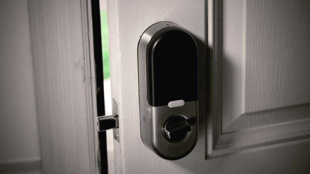 Falla de seguridad permitió desbloquear las puertas con cerraduras inteligentes.