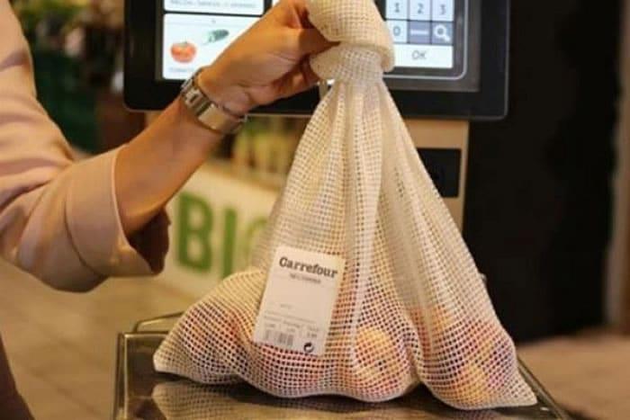 ¿Bolsas plásticas para la fruta en el súper? Cadena las reemplaza con mallas de algodón.