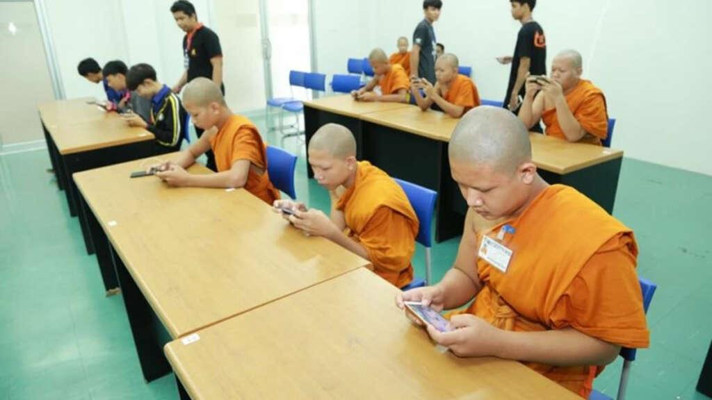 Team de jóvenes budistas entrenados en videojuegos ganan torneo de eSports.