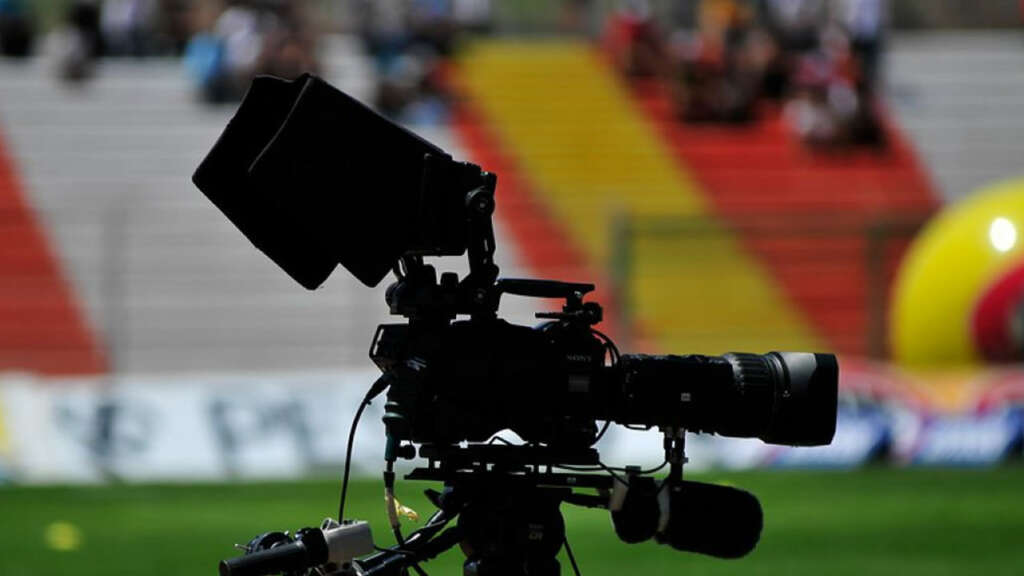 Subtel pide compensaciones a VTR, Movistar, Claro y CDF por los canales Premium y HD del fútbol.