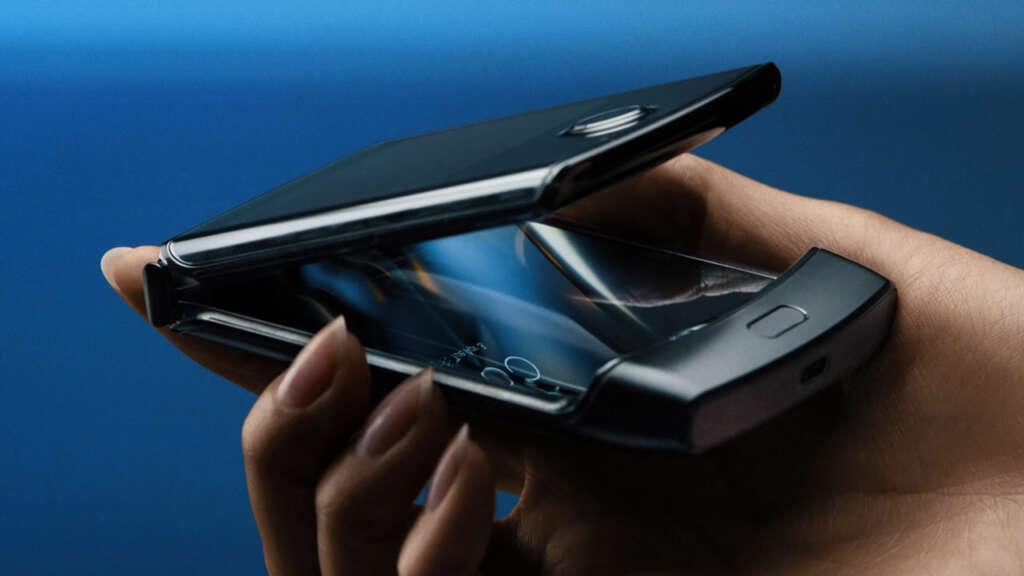Video: ¿cómo Motorola creó la pantalla flexible del nuevo Razr?