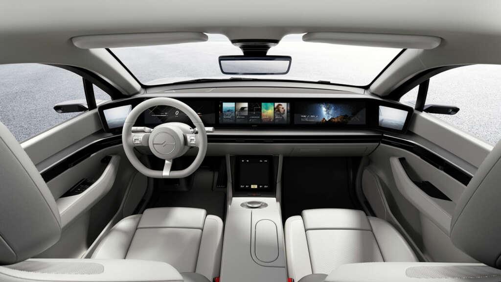 Sony comienza a crear tecnología para la industria automotriz y presenta un prototipo de automóvil.