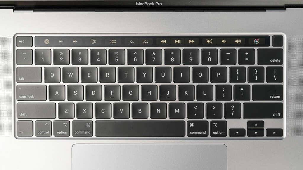 Taika Waititi bromeó y criticó a los teclados de Apple: son horrendos.