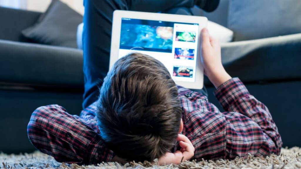 ¿Cómo cuidar a los niños de lo que hacen por Internet durante la cuarentena?