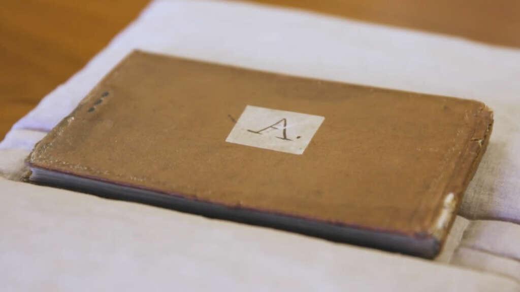 Uno de los cuadernos de Darwin robados.