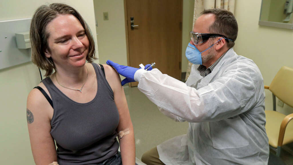 Gobierno explicó proceso de vacunación contra el Coronavirus en Chile.