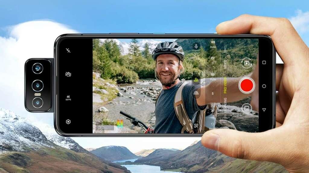 Selfie en un Zenfone 8 Flip.