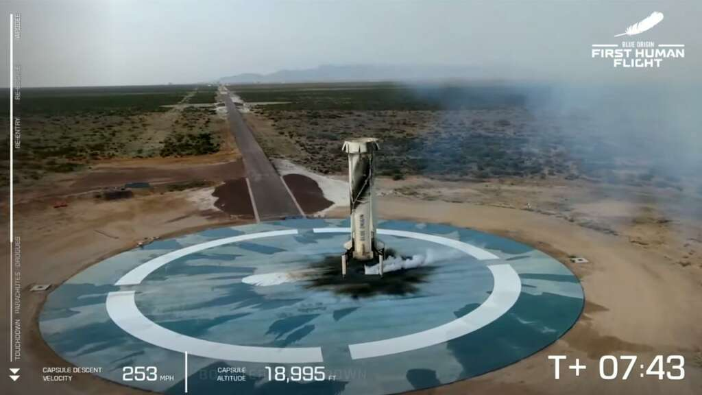Blue Origin y Jeff Bezos lograron su primer vuelo al espacio en la nave New Shepard