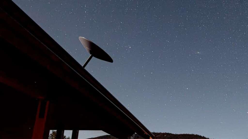 Plato satelital de Starlink.