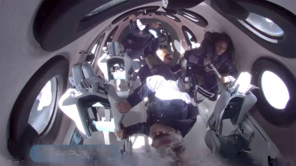 Virgin Galactic y Richard Branson lograron su primer vuelo con tripulación completa.
